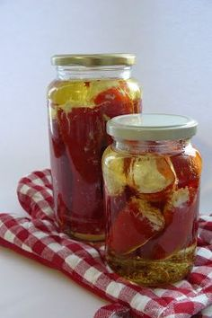 Gruba Jadzia: Antypasti - papryczki nadziewane Food N, Food And Drink, Tasty, Yummy Food, Meals In A Jar, Polish Recipes, Canning Recipes, Fruit Recipes, Food Design