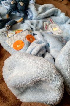 Conjunto de 4 patrones simples de tejer scrunchie. ¡Hecho con mini madejas Bonbon de la marca Lion en colores combinados! #knitscrunchies #knittingpattern #freeknittingpattern #vsco #lionbrand #bonbons Lion Brand, Start Writing, Wordpress, Throw Pillows, Architecture, Mini, Simplicity Patterns, Weaving, So Done