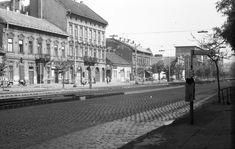 1975, Váci út a Frangepán utcától átellenesen a Turbina utca felé nézve. Meglepő módon aTurbina utca kifelé eső sarkán az épület még ma is áll. Vele szemben (a Turbina utcában) állt az az épület, ahol a Hazám mozi volt.Erről egy kicsit többet ittA mögöttes épületek is léteznek még még...A hajdani mozi épületének a helyén egy újonnan épült
