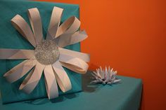 Make your own paper bow  Maak je eigen papieren strikken / versiering