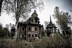 There is an abandoned village Ostashevo in Chuhlomskoy district of Kostroma oblast and 100 meters to the east this wooden wonder is standing. The building is an old two-storey house with a tower, full of various carved decoration.