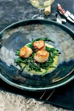 Seared scallops with sea beans Pureed Food Recipes, Fish Recipes, Seafood Recipes, Cooking Recipes, Healthy Recipes, Happy Foods, Snack, Food Presentation, Food Inspiration