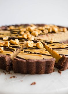 Vegan Peanut Butter Pie made with all-natural peanut butter coconut milk and maple syrup in a chocolate almond flour crust A gluten-free frozen dessert recipe made healthy glutenfree vegan peanut butter pie peanutbutter frozen dairyfree easy healthy Gluten Free Pie, Gluten Free Desserts, Vegan Desserts, Chocolate Pies, Gluten Free Chocolate, Vegan Chocolate, Tart Recipes, Healthy Dessert Recipes, Free Recipes