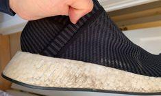 SKITNE HVITE SÅLER? Det er ikke særlig pent når de hvite sålene blir brune. Heldigvis er det enkelt å rengjøre dem. Foto: Berit B. Njarga Leg Warmers, Slippers, Fashion, Brown, Leg Warmers Outfit, Moda, Sneakers, Fashion Styles, Slipper