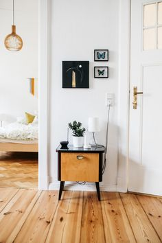 Amazing and Unique Tips: Feminine Minimalist Bedroom Wall Art minimalist home exterior simple.Minimalist Bedroom Organization Inspiration minimalist home interior rustic.Minimalist Home With Children Bunk Bed. Minimalist Interior, Minimalist Bedroom, Minimalist Decor, Minimalist Kitchen, Minimalist Living, Modern Minimalist, Decoration Hall, Decoration Entree, Style At Home