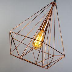 Lámpara colgante CARCASS cobre - Lámpara colgante muy en boga con sólo un marco hecho de alambre de metal fino y en color cobre. Diseño minimalista. La bombilla queda a la vista, por lo que se ajusta a las tendencias actuales.