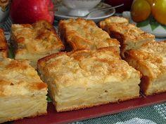 Această prăjitură este extraordinară! Ea conține multe mere și puțin aluat! Miezul ei este foarte fraged și umed, fiind acoperit de o crustă impecabilă de zahăr. Vă propunem cu insistență să pregătiți această prăjitură delicioasă și aromată! Suntem siguri că mulți dintre voi o vor include în meniul cotidian, deoarece are un gust deosebit și se prepară rapid! Savurați-o! INGREDIENTE: -un kg de mere; -3 ouă; -120 g de zahăr + 2 linguri (pentru presărat); -150 ml de lapte; -un plic de zahăr… Pie Recipes, Baking Recipes, Chocolate Glaze Recipes, My Favorite Food, Favorite Recipes, A Food, Food And Drink, Romanian Food, Russian Recipes