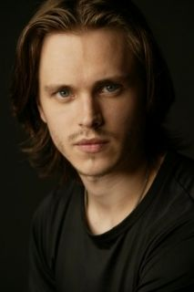 """Jonathan Jackson I've seen this guy grow up, from playing Lucky on GH , to a Movie I love called """"Tuck Everlasting"""" to now on Nashville. Jonathan Jackson, Jackson Avery, Nashville Tv Show, Luke And Laura, Soap Opera Stars, Soap Stars, Tuck Everlasting, Cute Actors, General Hospital"""