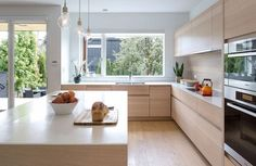 Kitchen Cabinet Handles, Hinges and Co. – Overview of the possibilities of the cabinet equipment - White Kitchen Remodel Kitchen Inspirations, Interior Design Kitchen, Kitchen Designs Layout, Kitchen Interior, Home Kitchens, Home, L Shape Kitchen Layout, Kitchen Remodel, Kitchen Renovation