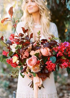 A gorgeous bouquet is a bride's best Big Day accessory. With so many flowers and bouquet types available, it can be difficult knowing where to begin. Let's start with your wedding season: flaunting flowers that are readily available in the season of your wedding will help you save big on a beautiful