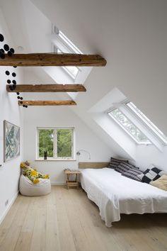 Brilliant Attic bathroom solutions,Tudor attic remodel and Attic bedroom interior design. Attic Bedroom Small, Attic Bedrooms, Master Bedroom, Attic Bedroom Designs, White Bedrooms, Attic Bathroom, Small Rooms, Dream Bedroom, Master Suite