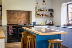 This antiqued brass contemporary shaker kitchen in Bristol is light and airy, filled with raw materials like oak, granite, and brass. Aga Cooker, Shaker Kitchen, Bespoke Kitchens, Splashback, Kitchen Design, Kitchen Ideas, Kitchen Lighting, Antique Brass, Clear Glass