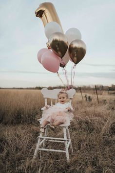 First birthday decorations! 1st Birthday Girl Decorations, 1st Birthday Party For Girls, One Year Birthday, Girl Birthday Themes, Birthday Gifts, Baby's First Birthday, Birthday Ideas, First Birthday Balloons, Foto Banner
