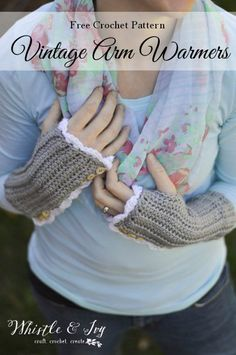FREE Crochet Pattern: Vintage Arm Warmers (with thumbholes). Crochet these elegant and cozy arm warmer this fall. Perfect for all occasions.