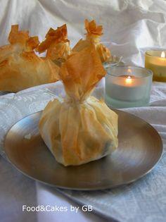 Saquitos de camembert y arandanos 1 paquete de pasta Philo 1 Queso Camembert Un puñado de arándanos Mantequilla derretida