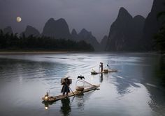 Alastair Swan captured the magical evening light on Li River in China's Guangxi Province as fishermen plied their trade with the help of specially trained cormorants. Description from dailymail.co.uk. I searched for this on bing.com/images