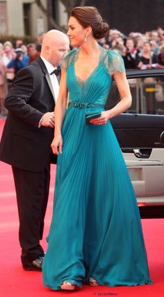 Oh! The dress (Grecian, of course, and the lace!), and her HAIR! And that lovely color ... SO beautiful! A favorite Kate dress!