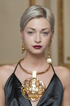 Mar 2020 - Flying Solo at Paris Fashion Week Fall 2020 - Details Runway Photos Weird Jewelry, Jewelry Show, Fall Jewelry, Statement Jewelry, Photo Jewelry, Fashion Jewelry, Jewellery, Fashion Poses, Fashion Line