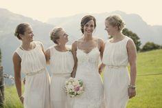 Hochzeit auf der Alm Landhochzeit Wiesen Rosis Alm Hochzeitsfotograf Hanna Witte Brautjungfern