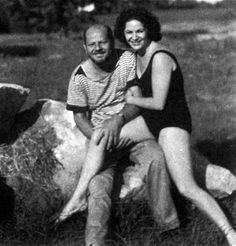 Last picture of Jackson Pollock before his death, together with Ruth Kligman.