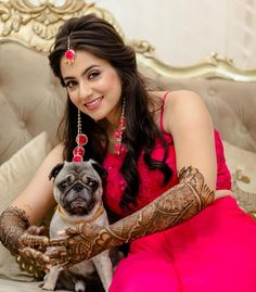 Nowadays modern Indian weddings have adopted a new tradition of bridal shoot so here are some bridal mehndi poses inspiration for your mehndi day. From posing solo to posing with their adorable pets, brides will never run out of poses. Best Arabic Mehndi Designs, Indian Henna Designs, Simple Arabic Mehndi, Bridal Mehndi Designs, Bridal Hairstyle Indian Wedding, Bridal Hair Buns, Indian Wedding Outfits, Indian Weddings, Bridal Hairdo