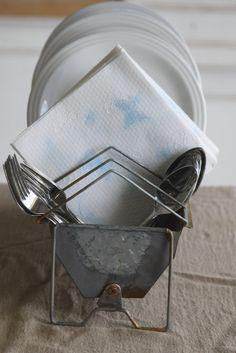 Chicken feeder plate holder