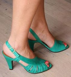 This green 💚 Chie Mihara Summer Shoes 2011 Peep Toe Shoes, Shoes Heels Wedges, Pumps, Cute Shoes, Me Too Shoes, Tiffany Blue Heels, Buy Shoes Online, Beautiful Shoes, Summer Shoes