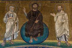 """Basilica di San Lorenzo fuori le mura, Roma, Mosaico """"Cristo con i Santi e Il Papa Pelagio II"""", 578-590. CRISTO con i SANTI PIETRO e PAOLO. Foto di Stefano Suozzo"""