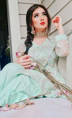 Stylish Dresses For Girls, Stylish Dress Designs, Stylish Girls Photos, Stylish Girl Pic, Girls Dresses, Pakistani Wedding Outfits, Indian Bridal Outfits, Indian Designer Outfits, Bridal Dresses