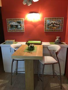 Mueble de guardado en Melamina texturada, con barra/desayunador en MDF enchapado Paraiso, lustrado, Genialbpara una cocina de compacta!