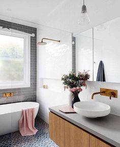 Lovely white and gray bathroom / Lindo baño blanco, gris y azul / Casa Haus Deco Bathroom Renos, Grey Bathrooms, Laundry In Bathroom, Bathroom Flooring, Beautiful Bathrooms, Bathroom Renovations, Bathroom Interior, Bathroom Cabinets, Houzz Bathroom