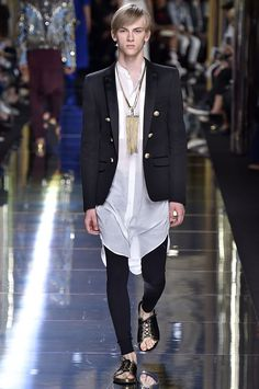 Coleção // BALMAIN MEN, Paris, Verão 2017 RTW // Foto 73 // FFW http://www.99wtf.net/men/mens-fasion/trend-necklace-men/