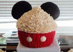 Mickey Mouse Cupcake Cake - Detail of Ears Mickey Mouse Bday, Mickey Mouse Cupcakes, Mickey Mouse Clubhouse Birthday Party, Mickey Cakes, Mickey Mouse Parties, Mickey Party, Mickey Mouse Birthday, Birthday Fun, Disney Parties