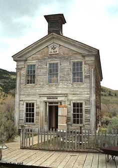 Abandoned lodge in a Montana Ghost Town Schoolhouse and Masonic Lodge, built ca. 1874 in the mining ghost town at Bannack State Park, Bannack, Montana Old Abandoned Houses, Abandoned Mansions, Abandoned Buildings, Abandoned Places, Old Houses, Abandoned Castles, Abandoned Ohio, Mansion Homes, Old School House