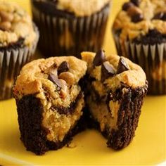 Made these for Father's Day The peanut butter-cream cheese blend is TO DIE FOR. Chocolate-Peanut Butter Layered Cupcakes from Pillsbury Baking Cupcake Recipes, Cupcake Cakes, Dessert Recipes, Brownie Cupcakes, Yummy Cupcakes, Reese's Cupcakes, Dessert Healthy, Kraft Recipes, Baking Cupcakes