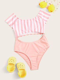 Girls Short Sleeve Cut-out One Piece Swimsuit Bathing Suits For Teens, Summer Bathing Suits, Cute Bathing Suits, Twin Outfits, Outfits For Teens, Monokini, Mode Du Bikini, Moda Kids, Cute Swimsuits