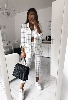Pants Outfit Casual _ Pants Outfit - Business Outfits for Work Teen Fashion Outfits, Mode Outfits, Suit Fashion, Look Fashion, 2000s Fashion, Black Girl Fashion, Korean Fashion, Fashion Shoes, Fashion Dresses