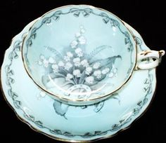 Paragon Royal England Brides Favourite Choice Tea Cup and Saucer Lilly of the Valley on blue background Tea Cup Set, My Cup Of Tea, Tea Cup Saucer, Tea Sets, Antique Tea Cups, Vintage Cups, Vintage Tea, Vintage China, Teapots And Cups