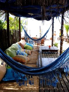 Bohemian chill space. This would go nice by my pool. I'd have to get one of those margaritaville drink mixers here too. Oh oh and a masseuse.