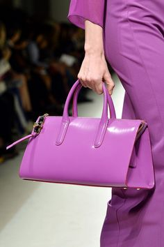From Max Mara women's Spring-Summer 2014 collection - Pantone Names Fuchsia-Like 'Radiant Orchid' Color of the Year for 2014 Purple Rain, Purple Shoes, Green Fashion, Colorful Fashion, Fashion Fashion, Fashion Trends, Fashion Design, Trends 2018, Blue Photography