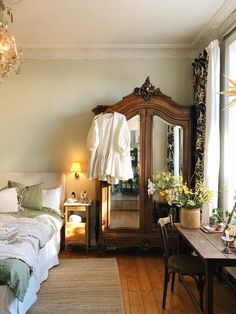 Room Ideas Bedroom, Dream Bedroom, Room Decor, Bedroom Inspo, Berlin Apartment, French Apartment, Home Interior, Interior Design, French Country Bedrooms