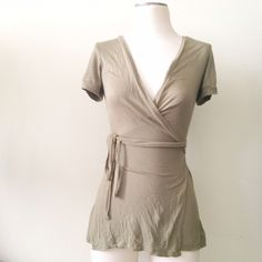 Olive Green Wrap Top Love this top! Best worn with a tank underneath. Tag reads size 38. Fits like a Medium. Olive green. H&M brand. Listed for exposure. Topshop Tops