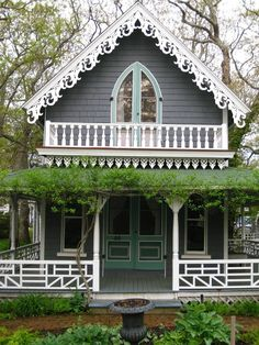 camp house in Martha's Vineyard. Loved the summer Ev & I went here. Cute Cottage, Coastal Cottage, Cottage Homes, Cottage Ideas, Victorian Cottage, Victorian Homes, Cute House, My House, Beautiful Buildings