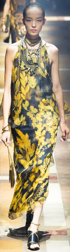 Lanvin.Spring 2015. Lanvin the master of accessories that are huge and make major statements of modernity and ancient qualities....wow, are these real prints of real leaues?)(()23