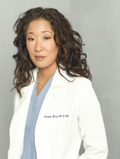 Photo : Grey's Anatomy - Docteur Christina Yang (Sandra Oh) Cristina Yang, Greys Anatomy Season, Greys Anatomy Cast, Sandra Oh, Yang Grey's Anatomy, Calliope Torres, Castle Tv, Miranda Bailey, Halloween Parties