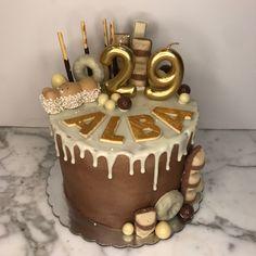tarta drip chocolate blanco Cupcakes, Chocolate, Desserts, Food, Fondant Cakes, Lolly Cake, Candy Stations, Tailgate Desserts, Cupcake Cakes