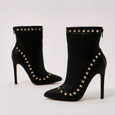 Mimosa Studded Pointed Toe Ankle Boots in Black (165 BRL) ❤ liked on Polyvore featuring shoes, boots, ankle booties, studded ankle boots, high heel bootie, high heel stilettos, black stilettos and black ankle booties