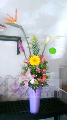 Tengan un #FelizJueves, que nosotros lo empezamos repartiendo cariño y afecto para alguien especial! #FloreriaMiztli