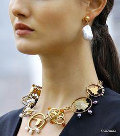 Jewels from Runway: jewelry details from Oscar de la Renta RTW collection Women Accessories, Jewelry Accessories, Fashion Accessories, Contemporary Jewellery, Modern Jewelry, Jewelry Stores, Jewelry Box, Teen Jewelry, Jewelry Case