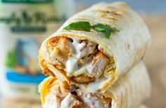 Healthy grilled chicken and ranch wraps are loaded with chicken, cheese and ranc. Nicola Van Der Merwe Food and drinks Healthy grilled chicken and ranch wraps are loaded with chicken, cheese and ranch. These tasty wraps come together in Gourmet Recipes, Mexican Food Recipes, Cooking Recipes, Vegan Recipes, Healthy Wraps, Healthy Snacks, Healthy Wrap Recipes, Healthy Chicken Wraps, Chicken Tortilla Wraps